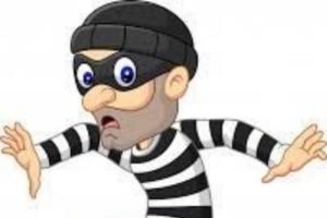 Ladrón buscando cajas fuertes